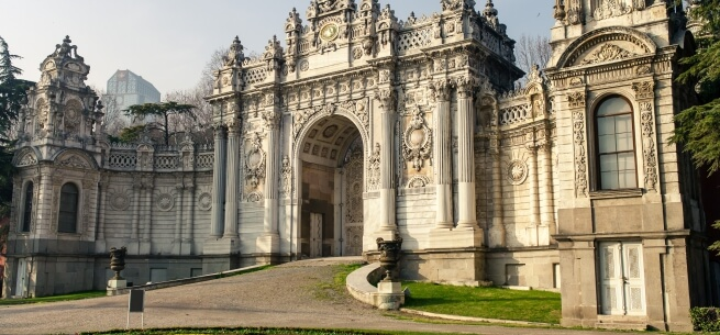 Istanbul dolmabahce palace entrance